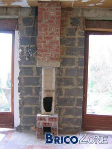 Démolition d'une base de cheminée