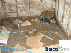 salle de bain dans une cave.