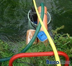 [Photos] Remplissage d'une citerne d'eau de pluie avec une source en contrebas
