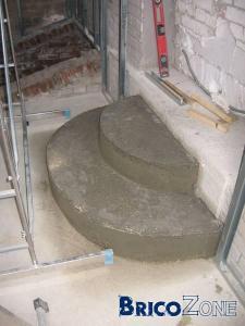 Habillage marches b ton en demi cercle for Escalier exterieur beton arrondi