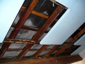 isoler plancher toiture du grenier surisolation. Black Bedroom Furniture Sets. Home Design Ideas