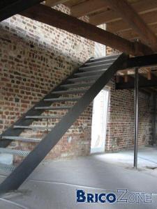 escalier avce ou sans rambarde. Black Bedroom Furniture Sets. Home Design Ideas