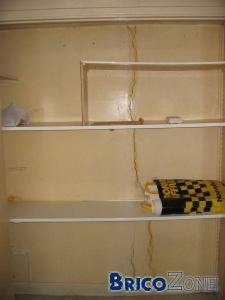 Fissure verticale dans un mur porteur