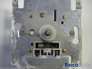 Consomation electrique haolgène dimmer?