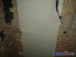 Issolation entre briques et boisseaux en terre refractaire necessaire ou pas?