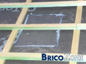Nouvelle sous-toiture déchirée et réparée par le couvreur