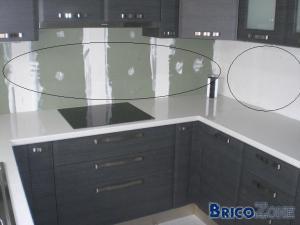finition cuisine mur entre meubles. Black Bedroom Furniture Sets. Home Design Ideas