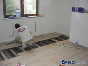 Décoller un vieux revêtement sur plancher Comment faire ???