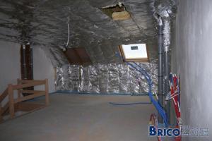 Aménagement avec cloisons dans grenier (chambre et sdb)
