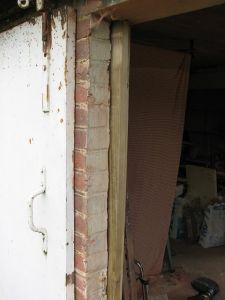Placer une porte tout contre un mur - Placer une porte en kit ...