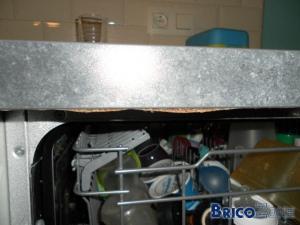 Réparer dessous plan de travail gonflé par la condensation du lave-vaisselle