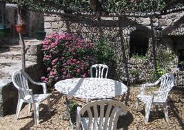 couvrir une terrasse avec de la vigne vierge. Black Bedroom Furniture Sets. Home Design Ideas