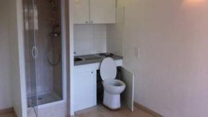 à vendre: studio avec WC dans la cuisine !