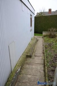 Murs très humides sous le niveau du sol extérieur