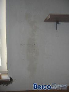 Tache humide sur le mur