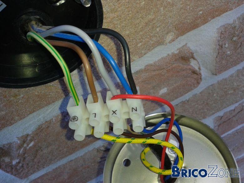 5 fils dans l 39 arriv e pour un spot ext rieur comment cabler - Branchement d un detecteur de mouvement ...