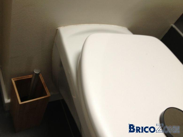 WC suspendu et odeur provenant des boutons