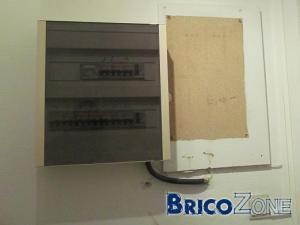 Hall à refaire : quoi sur les murs ? Fixation escalier ? Cable boite à fusibles ?