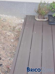 comment fixer des bandeaux sur une terrasse en bois composite sur plots?