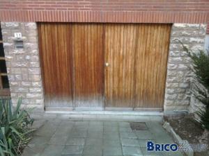 Restaurer cette porte de garage en bois