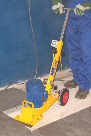 Comment enlever la colle de plancher sur carrelage for Machine pour nettoyer le carrelage