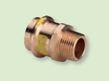 Introduction dans le bâtiment de tuyau de gaz dans courbe de raccordement