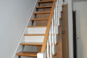 peindre escalier en bois en blanc naturel. Black Bedroom Furniture Sets. Home Design Ideas