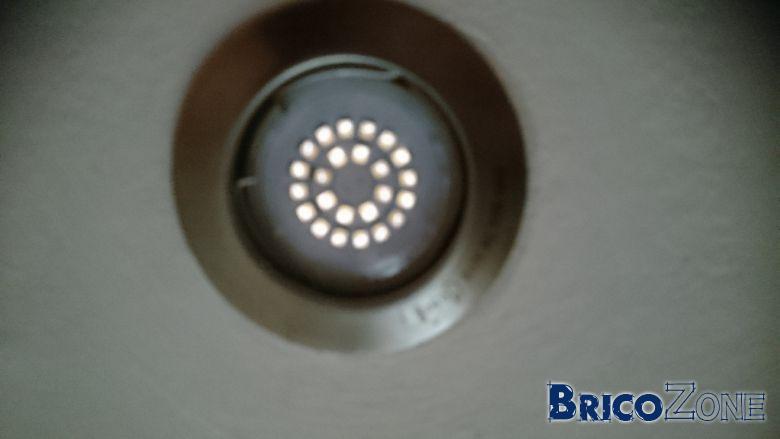 ampoule led reste faiblement allumee voiture