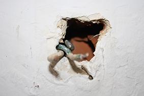 Trou au plafond comment reboucher 2 for Reboucher trou plafond