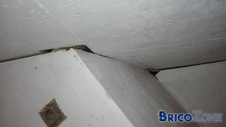 Finition entre osb mur toit en pente et toit for Bonne peinture pour plafond