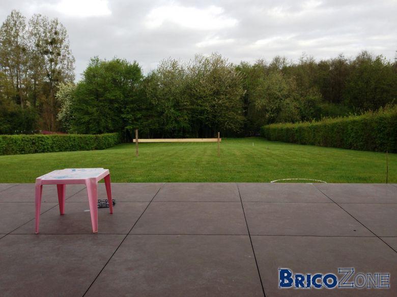 Avec quoi remplir les joints d'une terrasse en béton lissé ?