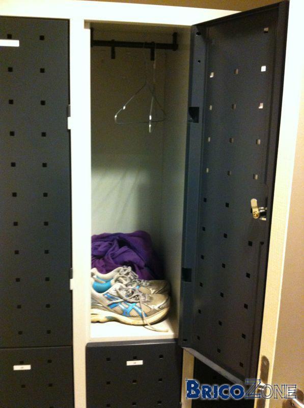 Souci petite clef/serrure armoire de sport...