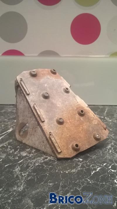 Attache m�tallique pour banc en b�ton & bois