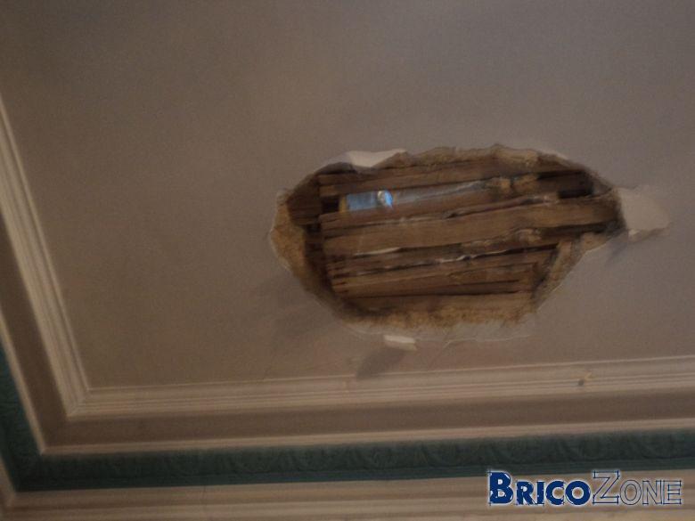 plafond moulur en fin lattage chaux abim. Black Bedroom Furniture Sets. Home Design Ideas