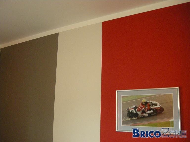 Peinture rouge bordeaux