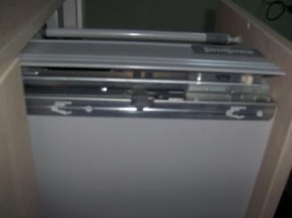 Enlever tiroir coulissant d 39 un meuble de sdb sanijura for Meuble pour table de cuisson ikea