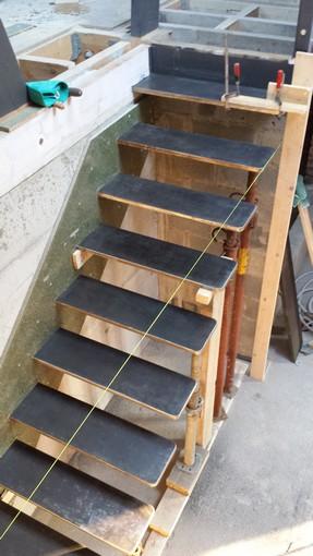 Escalier suspendu (acier) coffrage photos