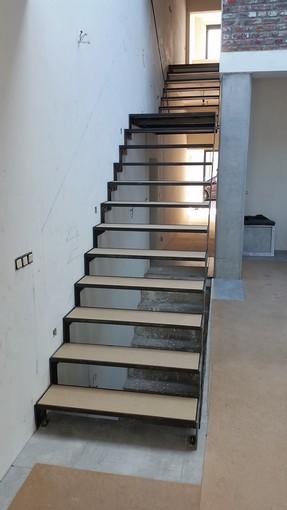 Escalier acier laser ,marches en verre.